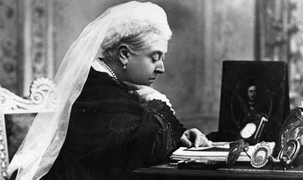 Queen-Victoria-at-her-desk-in-later-years-535017
